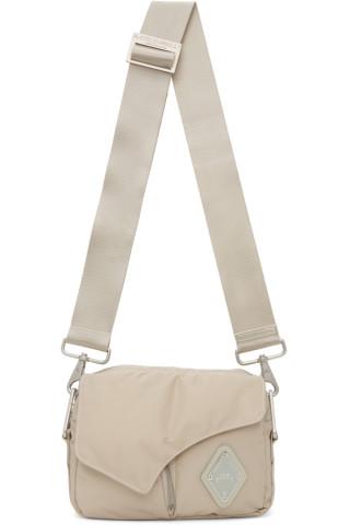 어 콜드 월 크로스바디백 A-Cold-Wall Off-White Padded Envelope Crossbody Bag
