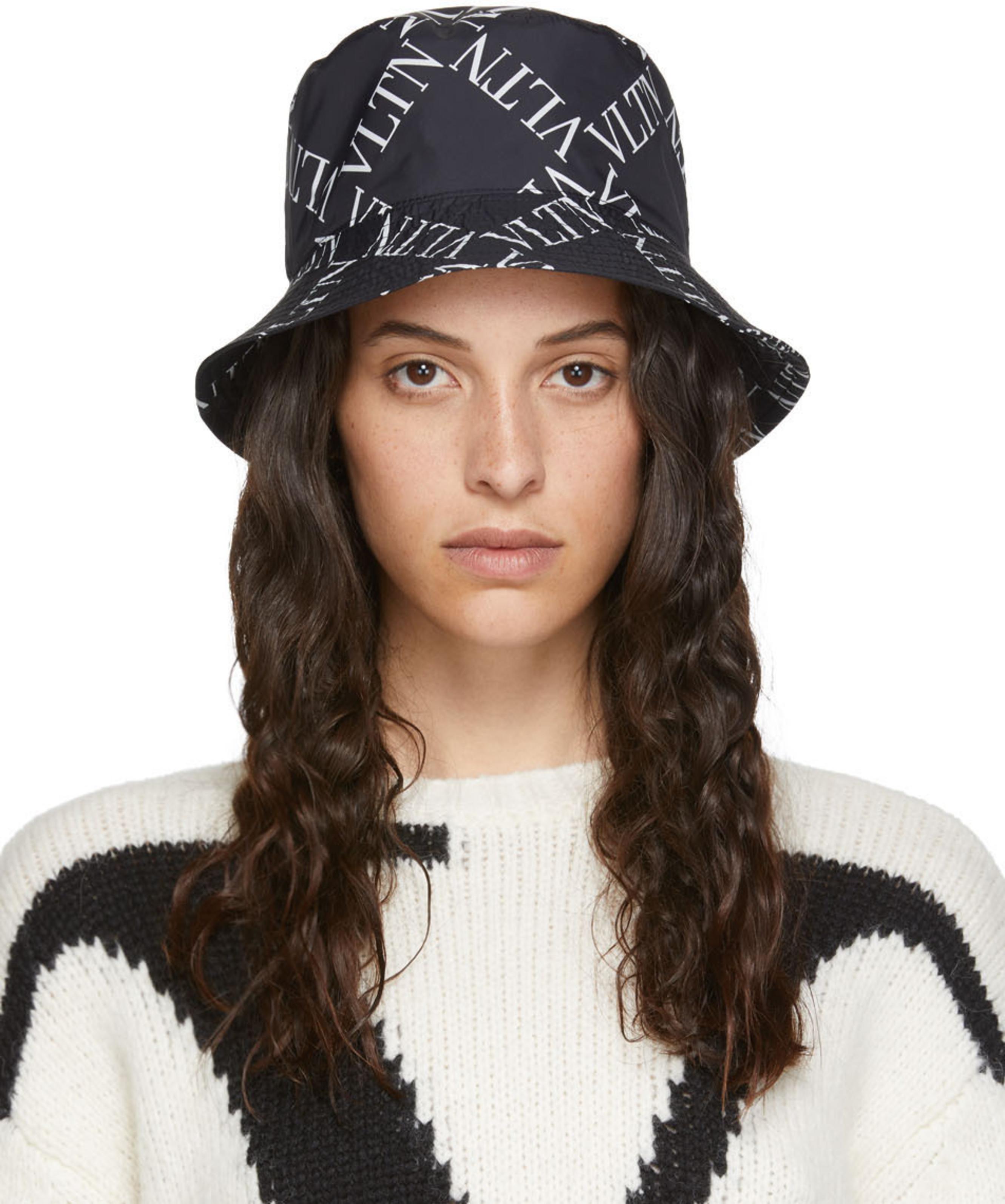 Black & White Valentino Garavani 'VLTN' Bucket Hat