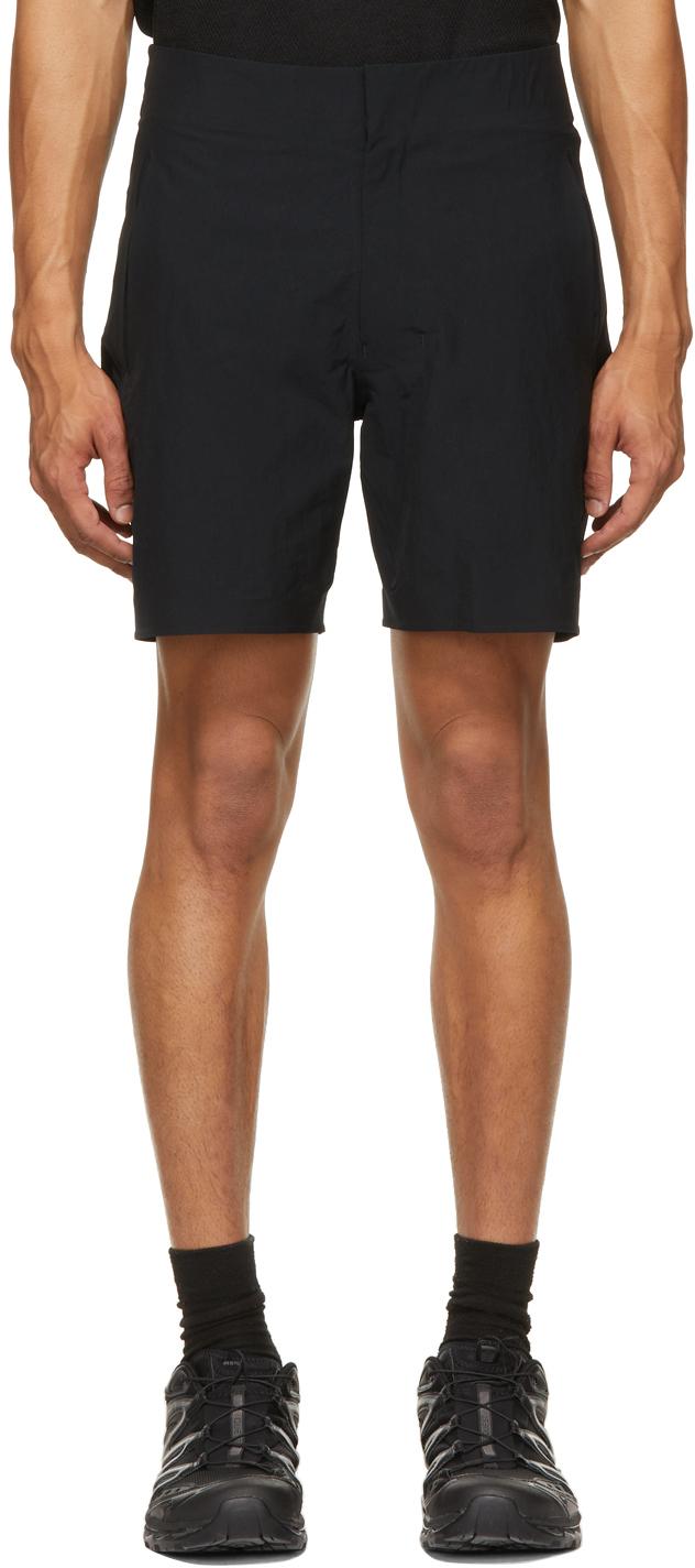 Descente ALLTERRAIN 黑色 Regular Fit 短裤