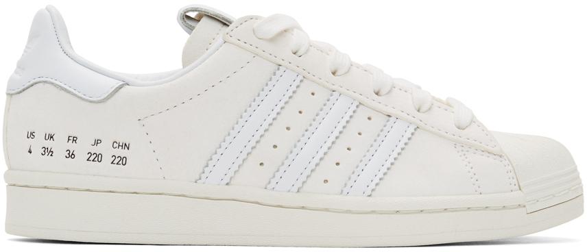 adidas Originals 灰白色 Superstar 绒面革运动鞋