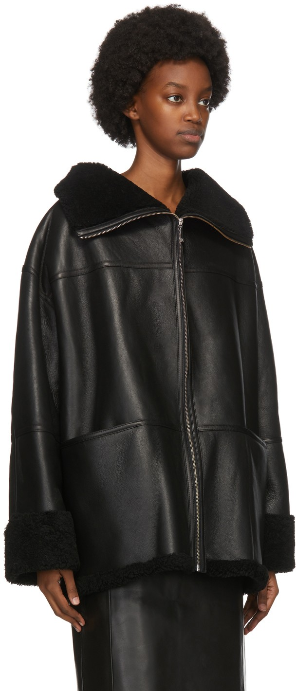 https://img.ssensemedia.com/images/b_white,g_center,f_auto,q_auto:best/202771F062124_2/toteme-black-shearling-menfi-jacket.jpg