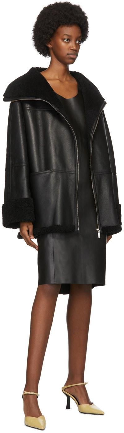 https://img.ssensemedia.com/images/b_white,g_center,f_auto,q_auto:best/202771F062124_4/toteme-black-shearling-menfi-jacket.jpg